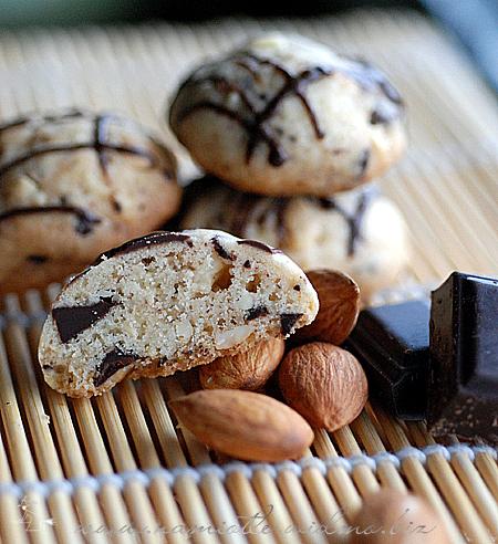 migdaowe-z-kawalkami-czekolady-005.jpg