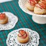 Róże – ciasto francuskie z jabłkami