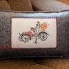 Filcowe poduszki z haftem